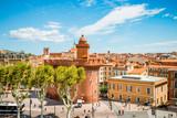 Vue sur la ville de Perpignan depuis une terrasse - 171790454