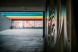 Fresques colorés dans le passage souterrain du Centre du Monde à Perpignan - 171810812