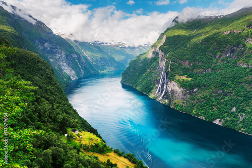Breathtaking view of Sunnylvsfjorden fjord - 171879664