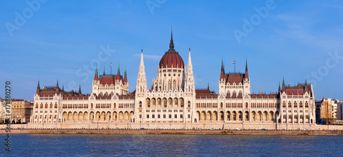 Fotobehang Boedapest Budapest Parliament at dusk on a clear sky day