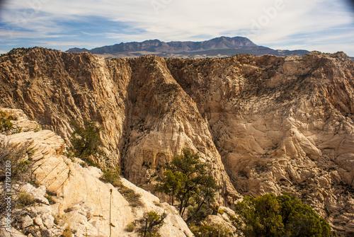 Papiers peints Beige White Sandstone Cliffs of Snow Canyon Utah State Park