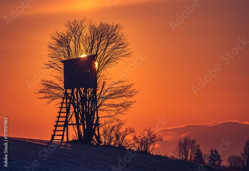 Aluminium Oranje eclat Hunting tower in Carpathian mountains on colorful sunrise