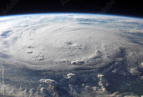In de dag Nasa hurricane from satellite tracking view