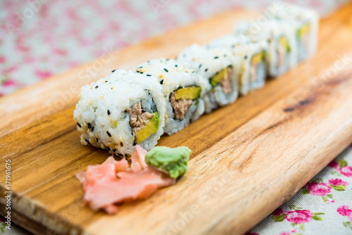 Papiers peints Sushi bar Japanese food Sushi Roll Maki of tuna and avocado