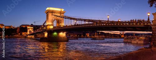 Foto op Plexiglas Boedapest romantic sunset photos of the chain bridge