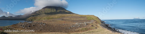 Foto op Plexiglas Panoramafoto s Chirpoy Island, Snow volcano activity, Russia