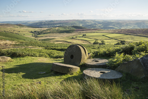 Aluminium Pistache Summer landscape image of millstones on top of Stanage Edge in Peak District
