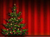 Weihnachtsbaum vor rotr Tapete
