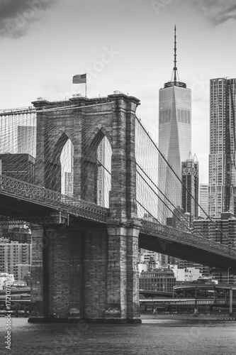 Foto op Plexiglas Brooklyn Bridge Old vs New