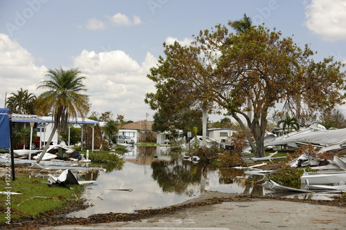 Staande foto Napels Natural Disaster Hurricane Irma aftermath Naples FL trailer home park damage