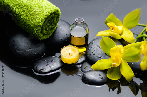 Poster Spa spa concept –yellow orchid and green towel ,candle,oil
