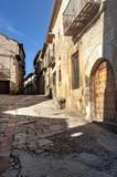 Calle Real de la villa medieval de Pedraza, en la provincia de Segovia, en España