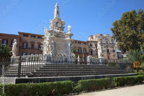 Keuken foto achterwand Palermo Teatro Marmoreo at Piazza Vittoria in Palermo. Sicily