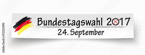 Papierzettel mit einer deutschen Fahne und dem Text Bundestagswahl 2017 24. September - 172323090