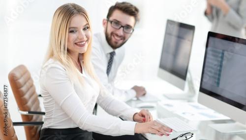 Zobacz obraz closeup portrait of a successful young business woman