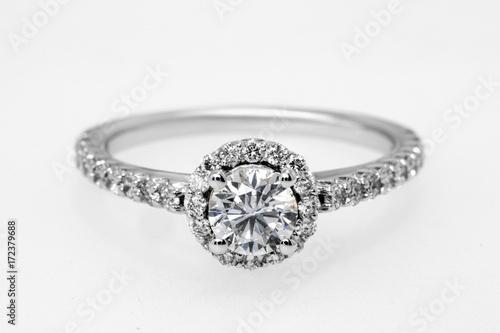 diamentowy pierścionek, pierścionek zaręczynowy