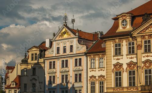 Foto op Plexiglas Praag Antichi palazzi decorati nella piazza della città vecchie di Praga, Repubblica Ceca