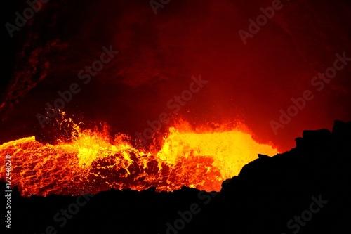 Fotobehang Rood paars Masaya active volcano lava lake Nicaragua