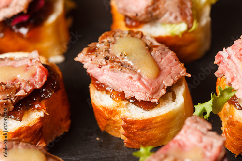 Foto op Aluminium Steakhouse canape with beef meat
