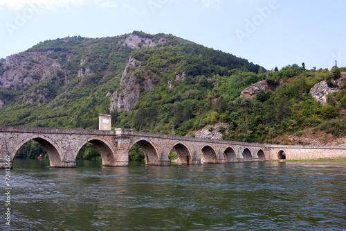mata magnetyczna old stone bridge landscape Visegrad Bosnia