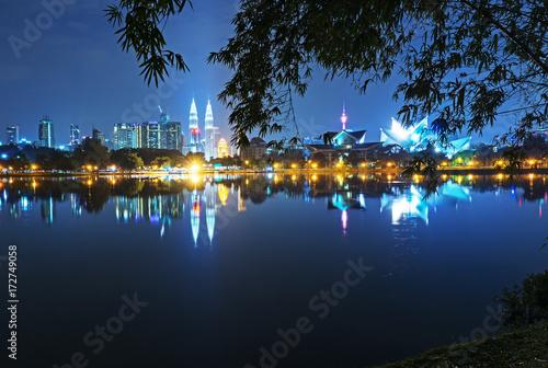 Aluminium Kuala Lumpur Night view of Kuala Lumpur skyline, capital city of Malaysia as seen from Taman Tasik Titiwangsa.