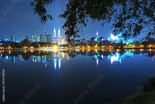 Plagát Night view of Kuala Lumpur skyline, capital city of Malaysia as seen from Taman Tasik Titiwangsa