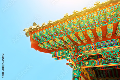 Fotobehang Seoel Sun flare above rooftop of some buddhist monastery located near Seoul - South Korea