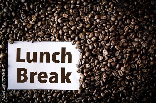 Papiers peints Café en grains coffee seed on beans and note paper lunch break text