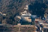 Vue aérienne du château de La Roche Guyon à l'ouest de Paris - 172786098
