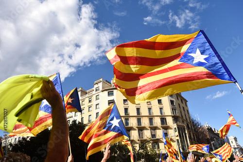 Papiers peints Barcelone Independence manifestation in Barcelona, (SI) Arago Sreet, September 11, 2017