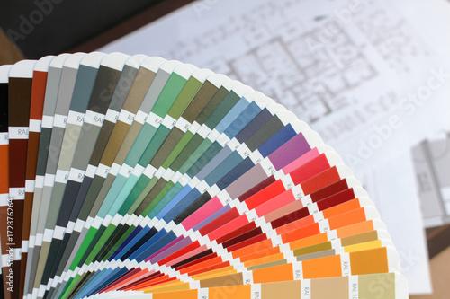 Farbfäher und Baupläne