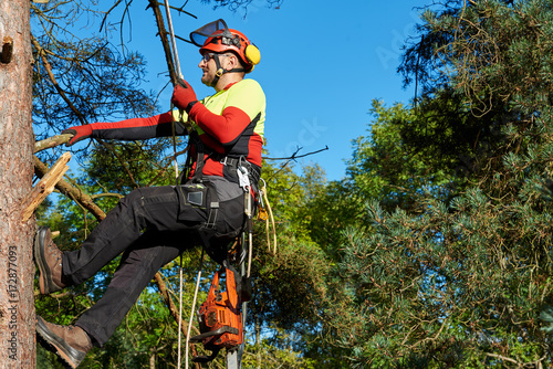 Klettergurt Baum : Gamesageddon baumkletterer mit säge und klettergurt holzfäller