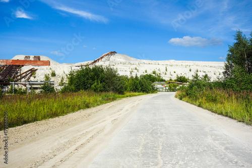 Aluminium Oude verlaten gebouwen Industrial wasteland area in summer