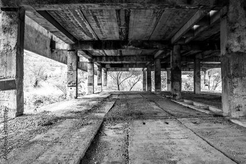 Plexiglas Oude verlaten gebouwen Abandoned unfinished building
