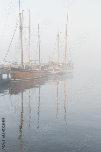 Poster Schip Wooden vintage ships on a foggy morning.