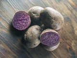 Blaue Kartoffeln - 173251606