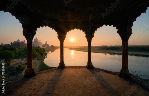 Foto op Aluminium Chocoladebruin Taj Mahal at sunset, India