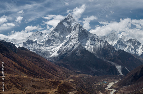 View of Ama Dablam over Solukhumbu valley, Himalayas Nepal - 173298039