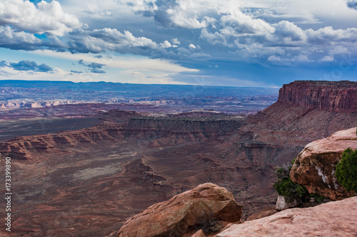 In de dag Chocoladebruin Canyonlands National Park Island in the Sky Trail Hike Landscape