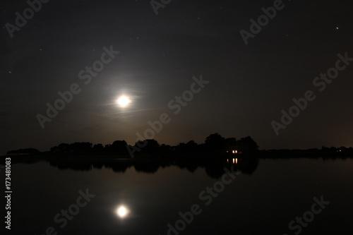 Foto op Aluminium Nacht snelweg Nuit sur le Golfe du Morbihan