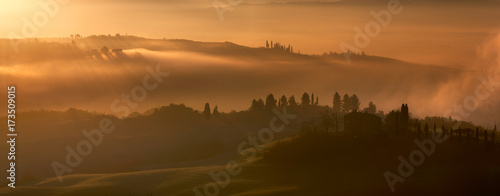 Spoed canvasdoek 2cm dik Toscane Misty morning, Tuscany