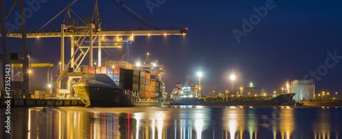 Foto op Aluminium Panoramafoto s seaport at night, panorama