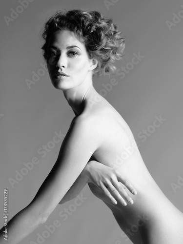 Foto op Canvas womenART Nude woman with elegant hairstyle on gray background
