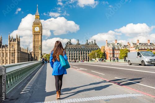 Papiers peints Londres London city urban lifestyle tourist woman walking. Businesswoman commuting going to work on Westminster bridge street early morning. Europe travel destination, England, Great Britain, UK.