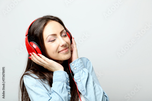 Póster Young beautiful woman listening music with headphones
