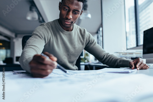 Fridge magnet Businessman pointing at building plan in office
