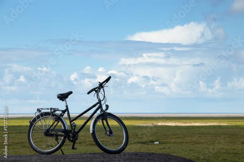 Fotobehang Noordzee Fahrrad an der Nordseeküste