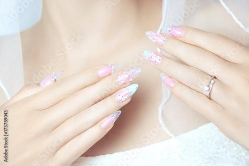 Foto op Aluminium Manicure Schönes und modernes Nageldesign für die Braut