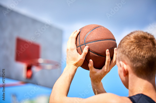 Fotobehang Basketbal male playing basketball outdoor