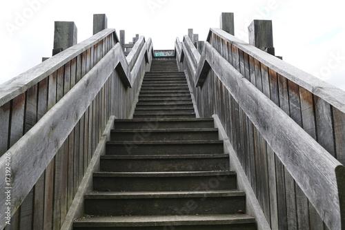 Holztreppe zu einem Aussichtspunkt